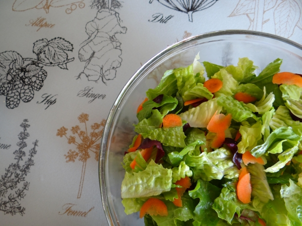 How to make a salad that lasts all week. #salad #recipes #meal planning